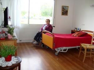 Une résidente dans sa chambre