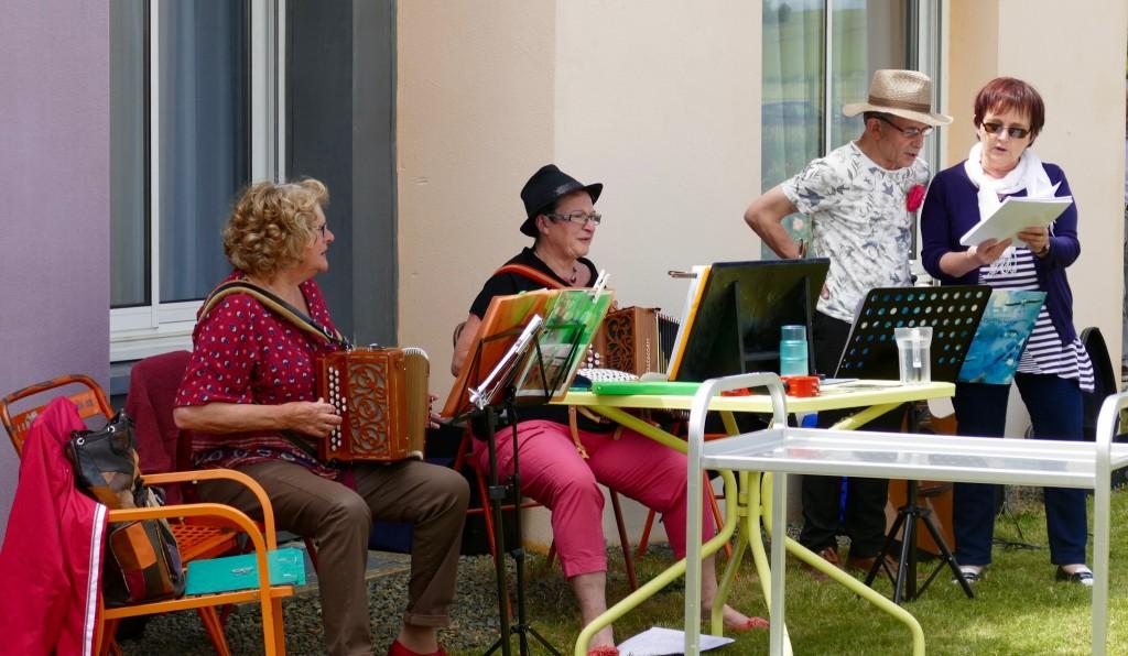 les bénévoles sont aussi musiciens!!