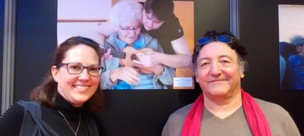 Une de nos infirmières avec Philippe Crone à l'exposition photos
