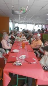 Tous ensemble pour partager un bon repas!!