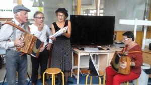 un peu de musique avec nos bénévoles